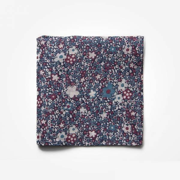 Poszetka BLUE FLOWERS Marthu Ozdobna chusteczka do marynarki Poszetka bawełniana w kwiaty. Poszetka fioletowa do garnituru.